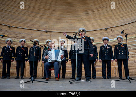 Performance of the ensemble 'Sea Soul' on the summer stage in the center of Sevastopol in celebration of the Founding of the Black Sea fleet - Stock Image