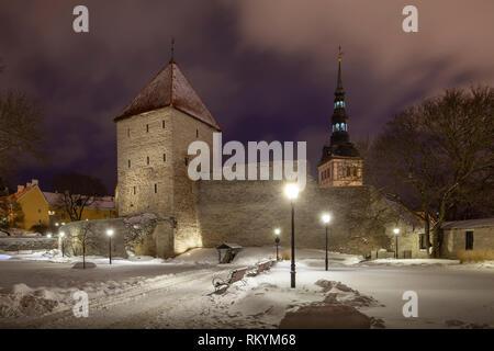 Winter dawn at Tallinn city walls. - Stock Image