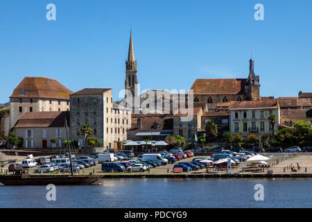 The town of Bergerac on the Dordogne River in the Nouvelle-Aquitaine region of France. - Stock Image