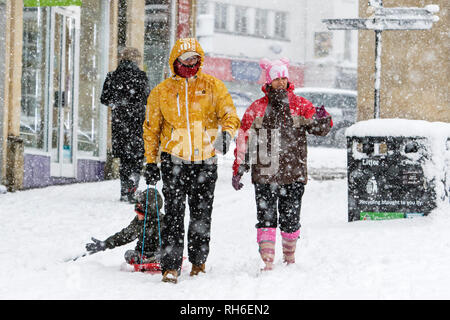 Chippenham, Wiltshire, UK. 1st February, 2019. Pedestrians are pictured as they brave heavy snow showers in Chippenham town centre. Credit: Lynchpics/Alamy Live News - Stock Image