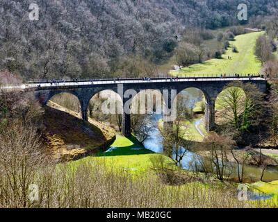 Peak District National Park. 5th Apr, 2018. UK Weather: visitors, walkers & cyclists enjoying the glorious sunshine on Thursday after the wet Easter Bank Holiday break along the Monsal Trail at Monsal Head & viaduct near Ashford on the Water & Bakewell in the Peak District National Park Credit: Doug Blane/Alamy Live News - Stock Image