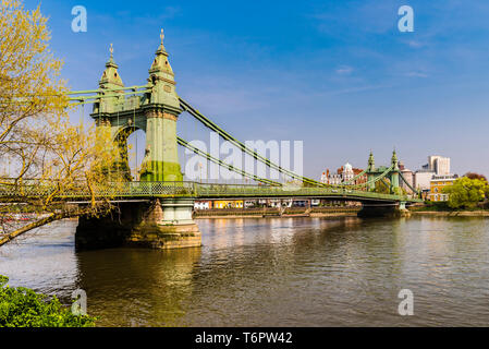Mid-tide on the River Thames at Hammersmith Bridge, London, UK - Stock Image