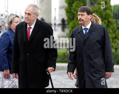 Budapest, Hungary. 15th May, 2019. Czech President Milos Zeman (2nd from left) and his wife Ivana Zemanova (left) meet with Hungarian President Janos Ader (right) and his wife Anita Herczegh (behind him) on May 15, 2019, in Budapest, Hungary. Credit: Katerina Sulova/CTK Photo/Alamy Live News - Stock Image