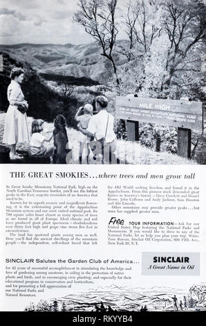 A 1955 magazine advertisement for Sinclair Oil promoting the Great Smoky Mountains National Park. - Stock Image