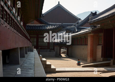 Passageway in Gyeongbokgung Palace, Seoul, South Korea. - Stock Image