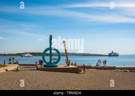 Oslo beach, view of Tjuvholmen City Beach in the harbour area of Oslo, Norway. - Stock Image