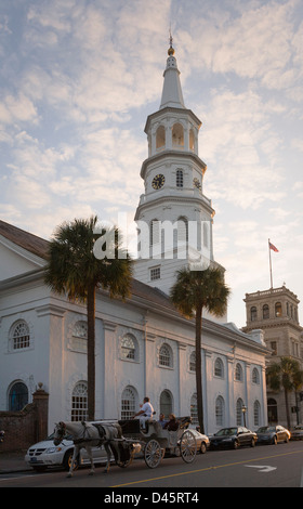 Historic horse drawn carriage tour in front of St. Michael's Episcopal Church, Charleston, South Carolina, USA - Stock Image