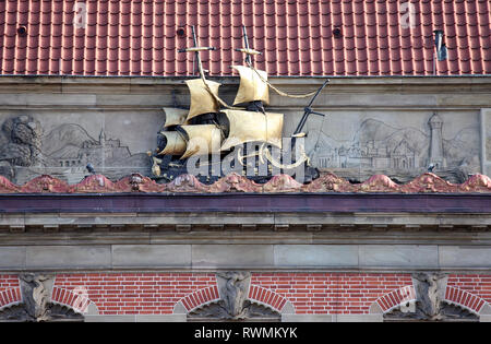 Golden ship on the National Bank of Poland building in Gdansk - Stock Image