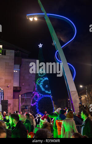 Lisburn, Northern Ireland, 22nd November, 2018. Crowds of people, including many young families, line Bow Street and Market Square in Lisburn city centre to watch a lantern parade involving local schoolchildren accompanied by carnival performers for the annual Christmas Lights Switch-On. It marks the start of Lisburn Light Festival, 22 November - 25 January, when over one million lights will illuminate the city centre. The Mayor, Councillor Uel Mackin switched on the Christmas lights ably assisted by Santa. Credit: Ian Proctor/Alamy Live News - Stock Image