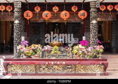 The altar at Kaizhang Shengwang temple at Bishanyan in Taipei dedicated to Chen Yuanguang, who developed Zhangzhou in China during the Tang Dynasty. - Stock Image