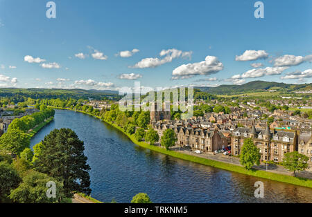 INVERNESS CITY SCOTLAND CENTRAL CITY THE RIVER NESS LOOKING TOWARDS BISHOPS ROAD ST ANDREWS CATHEDRAL NESS WALK AND WHITE PEDESTRIAN INFIRMARY BRIDGE - Stock Image