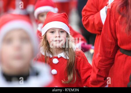 Glasgow, Scotland, UK - 9 December 2018: thousands of santas running for chariity this morning n the Glasgow Santa Dash Credit: Kay Roxby/Alamy Live News - Stock Image