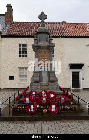 The war memorial at Bishop Auckland in County Durham, England. The memorial pays tribute to the local fallen of wars worldwide. - Stock Image