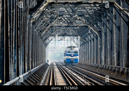 (190423) -- CHONGQING, April 23, 2019 (Xinhua) -- An electrical locomotive runs on the previous Baishatuo Yangtze River railway bridge in Jiangjin of southwest China's Chongqing Municipality, April 23, 2019. The previous Baishatuo Yangtze River railway bridge, completed in 1959, will stop service after April 24. All trains will run on the new double decker steel truss cable stay railway bridge after that day. The new bridge has 4 tracks on the upper deck for passenger trains with a designed speed of 200 kilometers per hour and 2 tracks on the lower deck for cargo trains with the designed speed - Stock Image