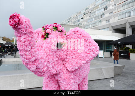 Gobollywood pink floral elephant in Brunswick Square shopping centre, London, UK - Stock Image