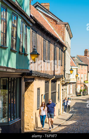 Cobbled street and shops of the medieval street of Elm Hill in Norwich city centre, Norfolk, East Anglia, England, UK. - Stock Image