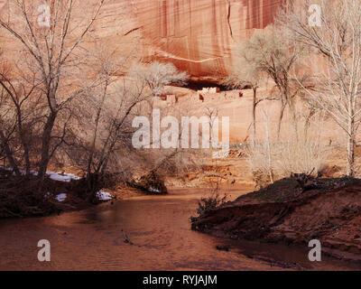 White House Ruin & Chinle Creek. Canyon de Chelly National Monument, Arizona. - Stock Image