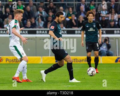 sports, football, Bundesliga, 2018/2019, Borussia Moenchengladbach vs SV Werder Bremen 1-1, Stadium Borussia Park, scene of the match, f.l.t.r. Nico Elvedi (MG), Claudio Pizarro (Bremen), Yuya Osako (Bremen), DFL REGULATIONS PROHIBIT ANY USE OF PHOTOGRAPHS AS IMAGE SEQUENCES AND/OR QUASI-VIDEO - Stock Image