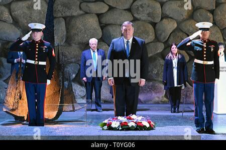 U.S. Secretary of State Mike Pompeo during a wreath ceremony at the Yad Vashem World Holocaust Remembrance Center March 21, 2019 in Jerusalem, Israel. - Stock Image