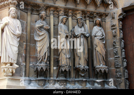 Statues to the Left of the Central Portal of Reims Cathedral Entrance, Reims, Marne, Champagne-Ardennes, France. - Stock Image