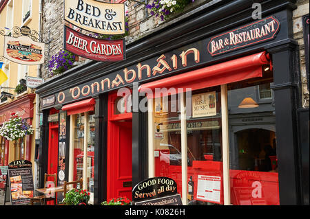 Pretty streetscene in the County Kerry market town of Kenmare - Stock Image