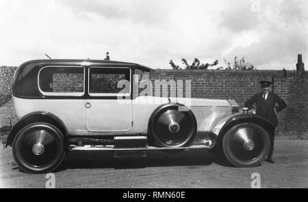 Rolls - Royce Silver Ghost 19/9/1922. Mrs Margaret Hughes,Epwell White House. Nr Banbury. Her father in picture. - Stock Image
