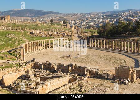 Oval Plaza at roman ruins at Jerash, Jerash, Jordan - Stock Image