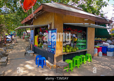 Juice stall, seaside promenade, Hat Noppharat Thara, Krabi province, Thailand - Stock Image