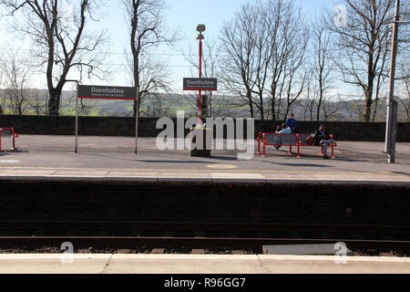 Platforms at Oxenholme station in the Lake District, Cumbria, northern England - Stock Image