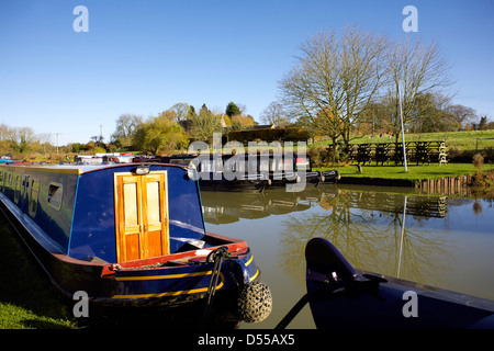 Narrowboats on the South Oxford Canal Heyford Wharf Upper Heyford Oxfordshire England UK GB Lower Heyford narrowboat - Stock Image