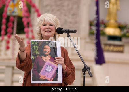 Caroline Scattergood Shine a light on Tibet speaking at the Nipponzan Myohoji Buddhist Peace Pagoda Ceremony 15th - Stock Image