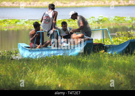 fishing on habarana lake the small village of habarana in the cultural triangle of sri lanka - Stock Image