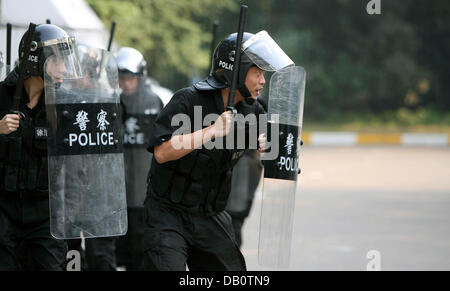 Chinese policemen shown during an exercise near Shanghai Stadium in Shanghai, China, 12 September 2007. Among others, - Stock Image