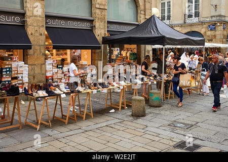 Bargain hunters looking for sale shoes in Rennes, captial of Brittany, France - Stock Image
