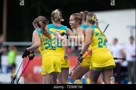 Krefeld, Germany, June 16 2019, hockey, women, FIH Pro League, Germany vs. Australia:  Edwina Bone (Australia, C) celebrates with teammates. - Stock Image