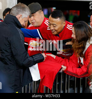 Optus Stadium, Perth, Western Australia. 13th July, 201913th July 2019, Optus Stadium, Perth, Western Australia; Pre-season friendly football, Perth Glory versus Manchester United; Manchester United manager Ole Gunnar Solskjaer's signs autograph after the game Credit: Action Plus Sports Images/Alamy Live News - Stock Image