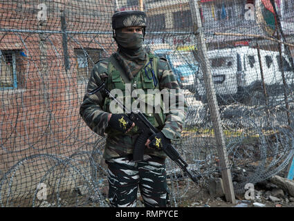 Srinagar, Indian-controlled Kashmir. 16th Feb, 2019. An Indian paramilitary trooper stands guard at a market place in Srinagar city, the summer capital of Indian-controlled Kashmir, Feb. 16, 2019. Authorities have beefed up security across Indian-controlled Kashmir after a suicide attack targeting paramilitary troopers of Central Reserve Police Force (CRPF) on Thursday killed 40 paramilitary troopers in the restive region, officials said. Credit: Javed Dar/Xinhua/Alamy Live News - Stock Image