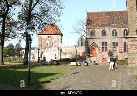 Ramparts & medieval city wall including Wijndragerstoren tower along Thorbeckegracht / Thorbecke canal, Zwolle, - Stock Image