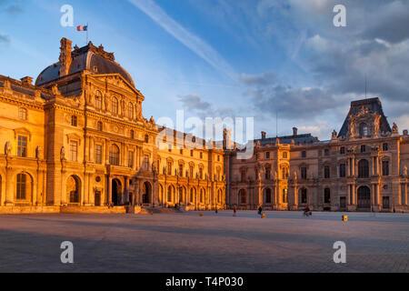 Last few moments of setting sunlight on Palais du Louvre, Paris France - Stock Image