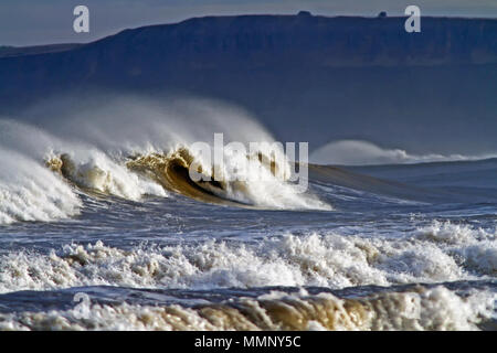 Breaking waves and spindrift in Scarborough's South Bay. - Stock Image