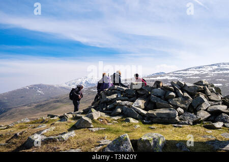 Hikers resting on top of Moel Faban in hills of northern Snowdonia National Park. Bethesda, Gwynedd, north Wales, UK, Britain - Stock Image