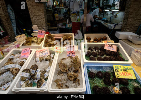 Seafood market in Japan - Stock Image