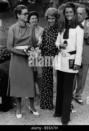 Grace Kelly, left, Princess of Monaco, with French singer SHEILA - Stock Image