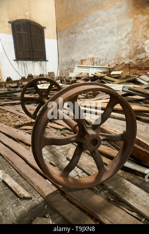 Rusty old railway wheels and axle in neglected facilities at Canfranc International railway station (Canfranc, Pyrenees, Huesca, Aragon, Spain) - Stock Image