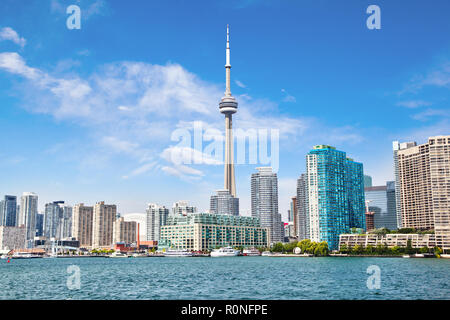 Downtown Toronto with CN Tower cityscape on Lake Ontario from Toronto Islands. - Stock Image