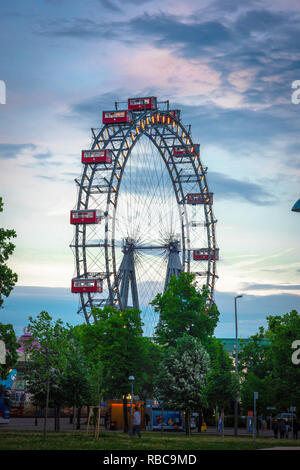 Ferris wheel Vienna, view at dusk of the Riesenrad ferris wheel (famously featured in the 1949 film The Third Man) in the Prater park in Vienna, Wien. - Stock Image