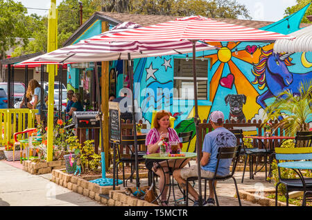 Colorful funky Daydreamers Cafe in Safety Harbor Florida - Stock Image