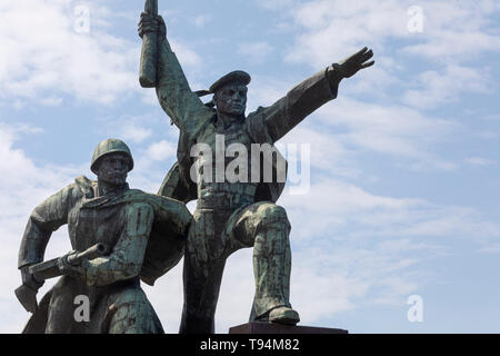 View of the Sailor and Soldier monument to the feat of the defenders of Sevastopol during the World War II on the hill of the Cape Crystal in Sevastop - Stock Image