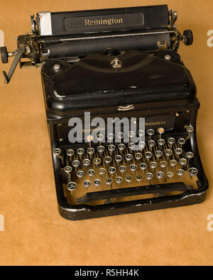 FLODA, SWEDEN - NOVEMBER 22 2018: Vintage Remington noiseless typewriter on neutral background - Stock Image