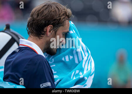 Queen Club, London, UK. 21st June, 2019. The ATP Fever-Tree Tennis Tournament; Daniil Medvedev (RUS) towels off during the break against Diego Schwartzman (ARG) Credit: Action Plus Sports/Alamy Live News - Stock Image